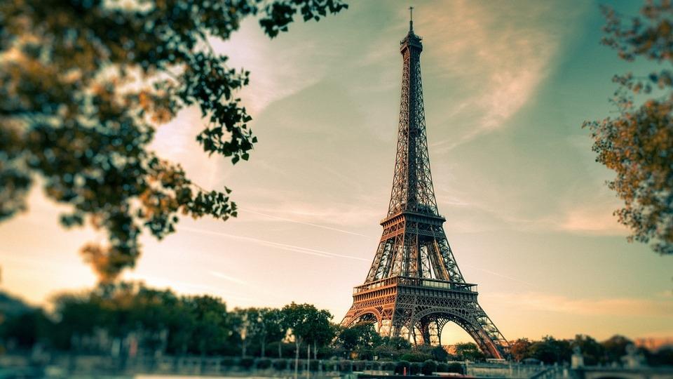 PARIS E ITÁLIA BELA